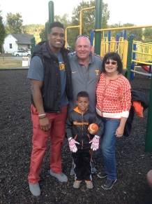 Project Elevate founder LaTroy Lewis & Vols D-line coach Steve Stripling & family