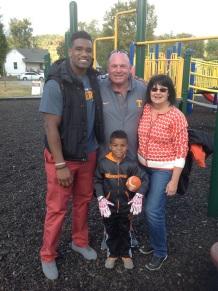 Project Elevate founder LaTroy Lewis & Vols D-line coach Steve Stripling & family